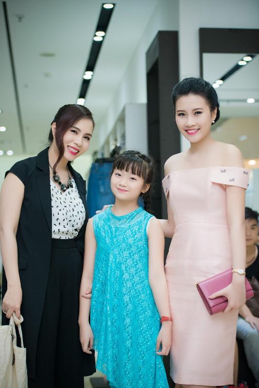Top 5 Hoa hậu Việt Nam 2014 Thanh Tú và bà Lưu Nga Elise- Giám khảo của Fashion Star