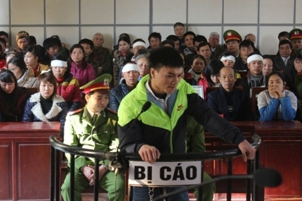 Bị cáo Lê Văn Hảo trước vành móng ngựa.
