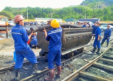 Gần 200 thợ lò được huy động vào cuộc tìm kiếm cứu nạn vụ bục túi nước hầm lò