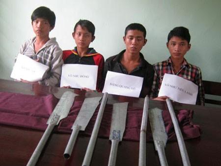 Một nhóm thanh niên mới lớn xem kẻ sát nhân như thần tượng tự nhận là đàn em Lê Văn Luyện để đi cướp bóc.