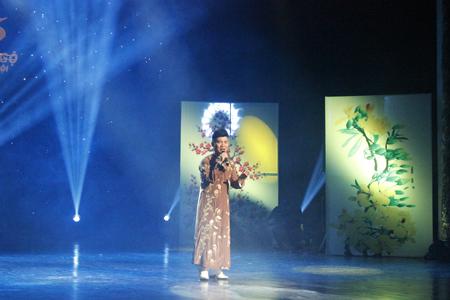 Ca sĩ Quang Linh với những bài hát da diết, ngọt ngào của tình yêu và mùa xuân.