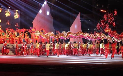 Mở màn với dàn trống hội múa lân đặc sắc