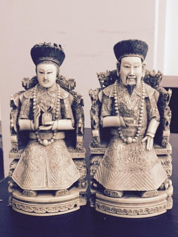 Đây là hai bu7`1c tượng thần, đã được đặt hàng từ trong nước, chế tác tại nước ngoài trước khi nhập lậu vào VN