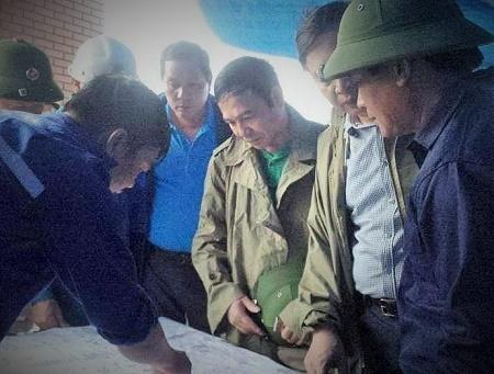 Ông Đặng Huy Hậu-PCT UBND tỉnh Quảng Ninh đang chỉ đạo công tác cứu hộ, cứu nạn