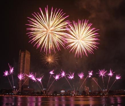 Sông Hàn rực rỡ sắc màu với các cuộc thi trình diễn pháo hoa quốc tế những lần trước. Ảnh Đức Hoàng