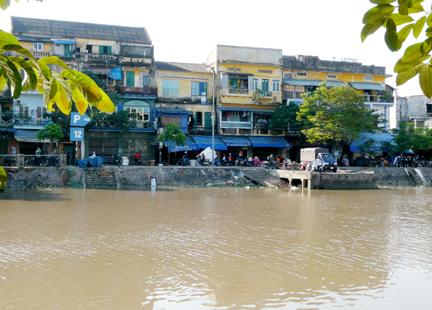 Và những con phố Cũ bên bờ sông Tam Bạc mang trong mình câu truyện của riêng mình luôn làm du khách thích thú