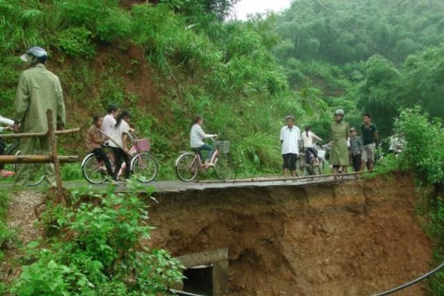 Sạt lở tại xã Tam Văn, huyện Lang Chánh