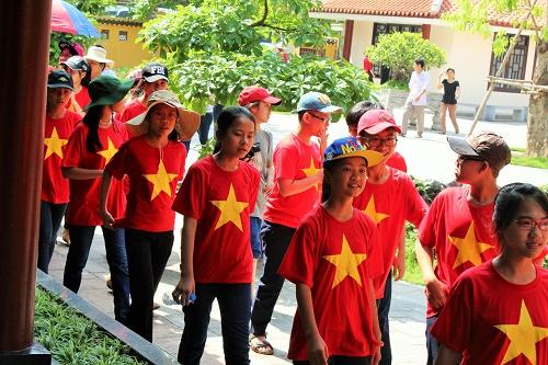 Nghỉ hè, hầu hết các trường đều về Hà Nội viếng thăm Lăng Bác