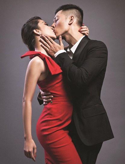 Khánh Thi - Đức Tuần từng khiến dư luận nổi sóng với bức ảnh hôn nóng bỏng như thế này.