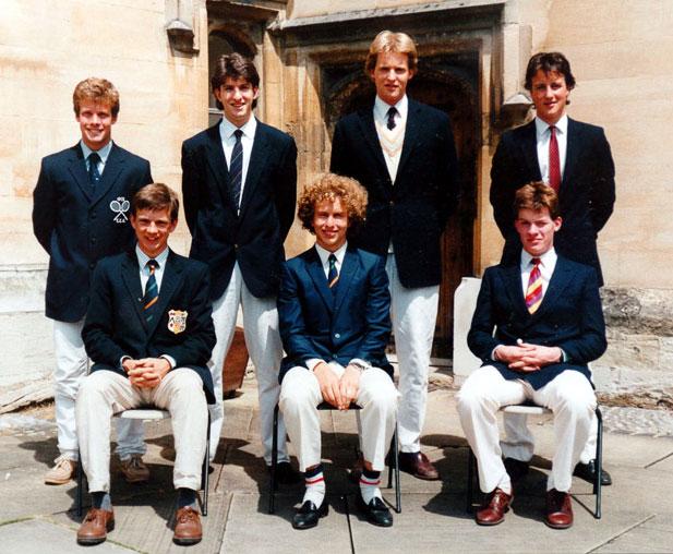Tại Oxford David Cameron (hàng sau, bên phải) đại diện cho đội tuyển quần vợt Brasenose College