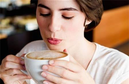 Sử dụng cà phê mỗi ngày giúp mang lại sự tỉnh táo cho não bộ. (Ảnh minh hoạ)