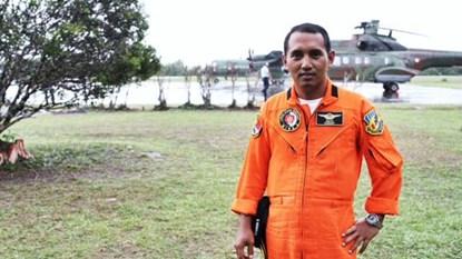 Chân dung phi công trực thăng Super Puma của Không quân Indonesia, Major Suryo