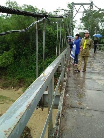Cầu chợ Chùa nơi phát hiện chiếc xe đạp của cô Hải. Ảnh: CTV
