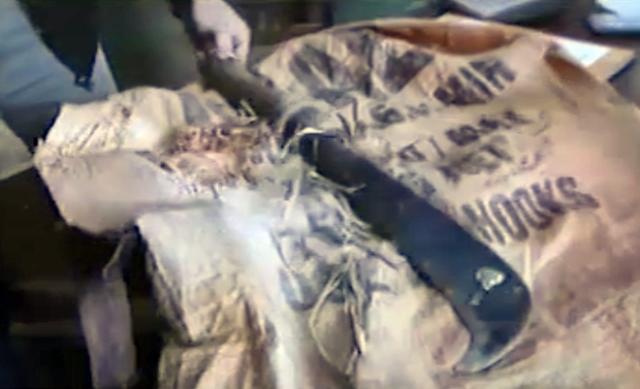 Con dao phát nương dài 40cm còn vấy máu là hung khí gây án của Tuấn.