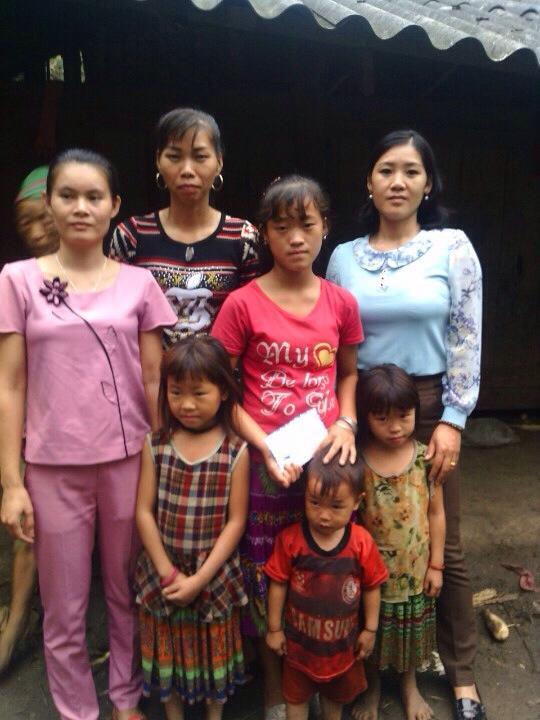 Những đứa trẻ ngây thơ bỗng dưng mất cả cha lẫn mẹ chỉ trong 10 ngày. Ảnh: Lương Nụ