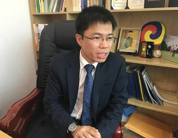 Ông Phan Văn Hưng, người tự nhận mình là GS.TS, Hiệu trưởng Học viện Kinh tế Sáng tạo. Ảnh: N.T