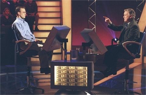 """Năm 1999, sau khi giành phần thưởng cao nhất tại chương trình """"Ai là triệu  phú"""" tại Mỹ, John Carpenter, nhân viên thu thuế, lập tức trở thành gương  mặt được ..."""