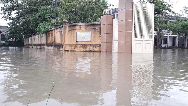 Nhiều khu vực dân cư, cơ quan cũng bị ngập nặng