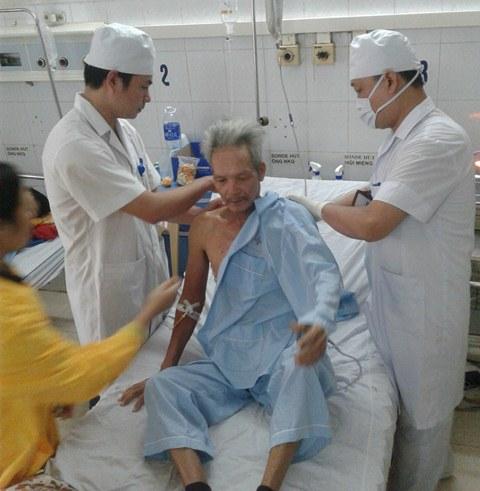 Ca mổ bệnh nhân Bùi Văn Sáng bị u thực quản 1/3 dưới thực hiện thành công tại Bệnh viện đa khoa tỉnh Thanh Hóa