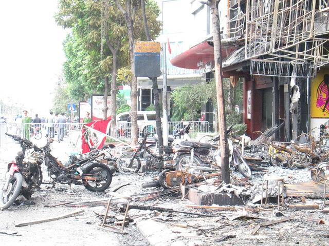 Vụ cháy ở quán hát 68 Trần Thái Tông gây thiệt hại vê người và của. Ảnh: Ngọc Thi