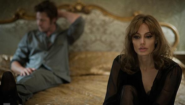 Những hé lộ trong đời sống tình dục khiến hình tượng của cặp sao sụp đổ trong mắt người hâm mộ.