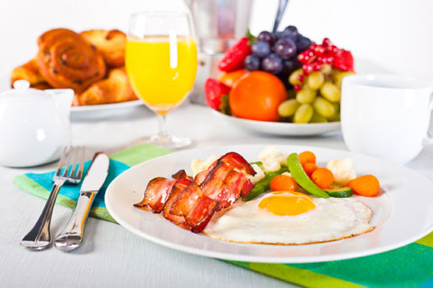 Ăn sáng với thực phẩm giàu chất xơ như rau củ, các loại đậu sẽ giúp chúng ta no lâu hơn