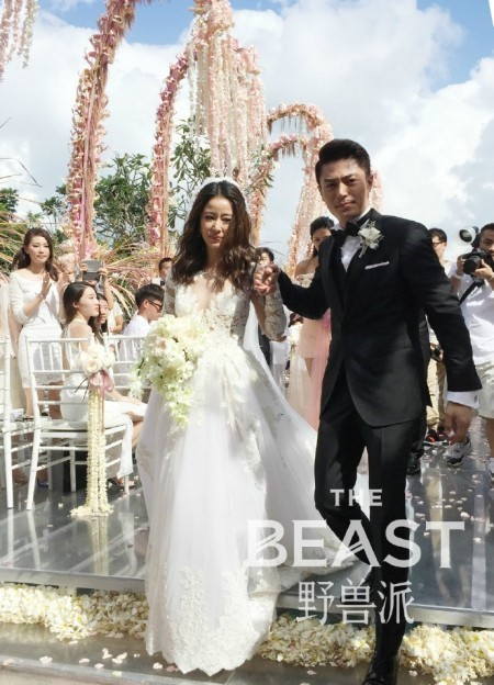 Cặp đôi tổ chức đám cưới tại Bali.