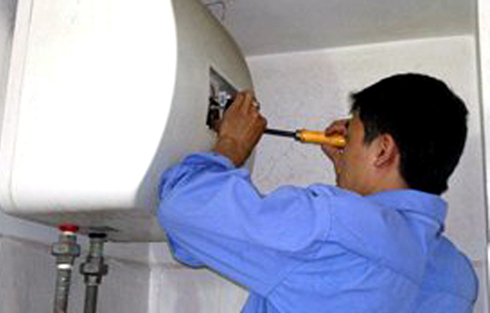 Cần lắp đặt thêm hệ thống chống giật, chống cháy nổ và kiểm tra định kỳ bình nóng lạnh (Ảnh minh họa)