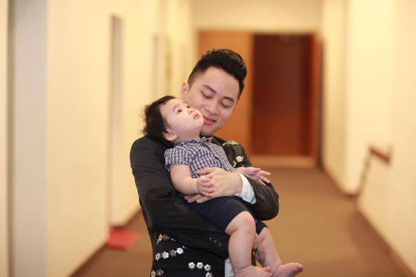 Tùng Dương và con trai