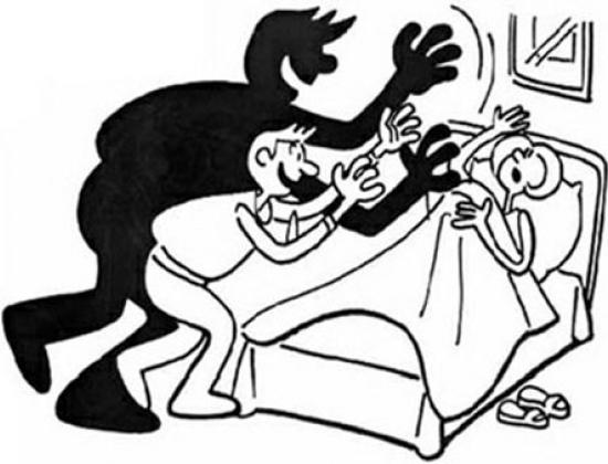 Khi trộm vào nhà, cần trấn tĩnh nỗi sợ hãi, không la hét, thủ thế phòng vệ. Tranh minh họa