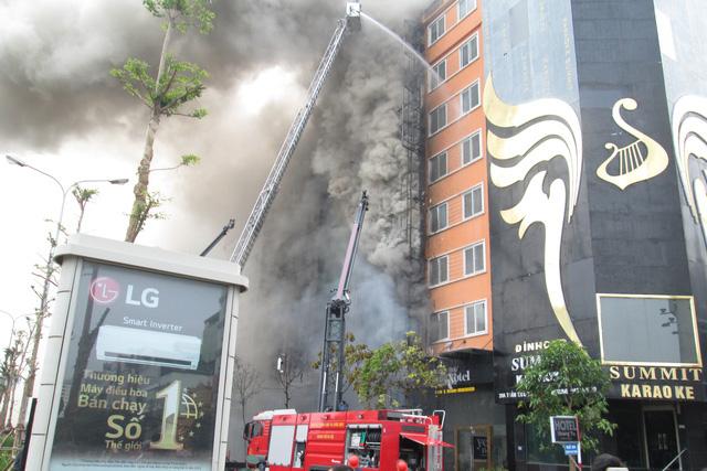 Hiện trường vụ cháy quán karaoke khiến 13 người chết ở Hà Nội. Ảnh: Nông Thuyết