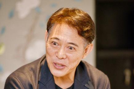Gương mặt nhiều nếp nhăn, mái tóc điểm bạc của Lý Liên Kiệt khiến nhiều người ngạc nhiên. Ở tuổi 53, anh đã già nua hơn hẳn. Ảnh: Sina.