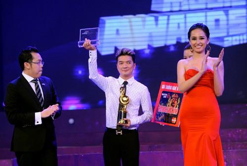 Nam ca sĩ Bình mình sẽ mang em đi thấp hơn hoa hậu Mai Phương Thúy rất nhiều.