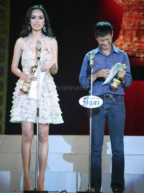 Rất nhiều sao nam của showbiz Việt bị lu mờ trước chiều cao của Mai Phương Thúy, đạo diễn Lê Hoàng cũng không là một ngoại lệ.