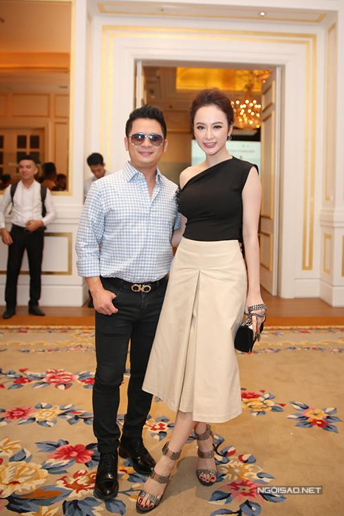 Giọng ca Trái tim bên lề lộ chiều cao khiêm tốn khi chụp ảnh cùng Angela Phương Trinh.
