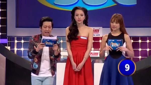 Danh hài Trường Giang với chiều cao khiêm tốn khi đứng cạnh Hari Won và người mẫu My Lê.