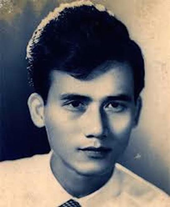 NSƯT Phạm Bằng sinh 1931 tại Hà Nội, bố ông mất sớm, một tay mẹ của cố nghệ sĩ nuôi ba người con ăn học. Khi biết con trai theo nghệ thuật mẹ ông kịch liệt phản đối. Ít người biết rằng trong suốt những năm làm nghề, mẹ của NSƯT Phạm Bằng chưa từng đến rạp xem con trai biểu diễn.