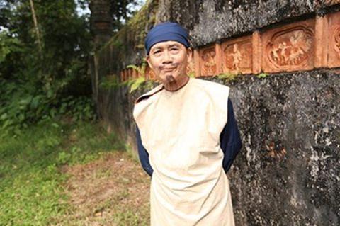 Suốt hơn một thập kỷ qua, NSƯT Phạm Bằng đã đóng góp không nhỏ cho nền nghệ thuật nước nhà. Thậm chí ở độ tuổi ngoài 80 ông vẫn miệt mài đi diễn bằng xe máy, mải miết trên những con đường nhỏ trên phố phường Hà Nội.
