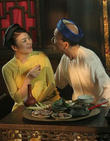 Là nghệ sĩ đã cao tuổi những NSƯT Phạm Bằng lại có duyên đóng cặp với nhiều cô bồ, cô vợ trẻ trên màn ảnh như Vân Dung, Thu Hương (Hương Tươi), Kim Oanh hay Minh Hằng...