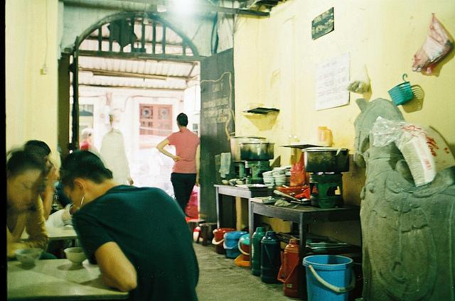 Bên trong quán bánh trôi của nghệ sĩ Phạm Bằng