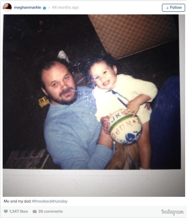 Hình ảnh chụp hai bố con Meghan khi còn nhỏ.