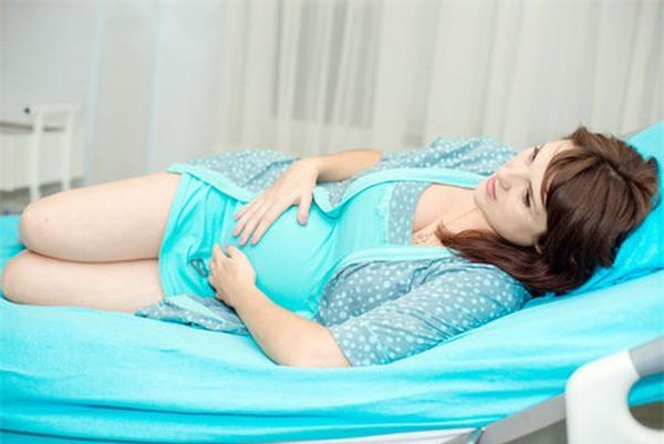 Một trong những dấu hiệu sớm nhất của việc mang thai là tăng tiết dịch âm đạo và hiện tượng này còn kéo dài trong suốt thai kỳ.