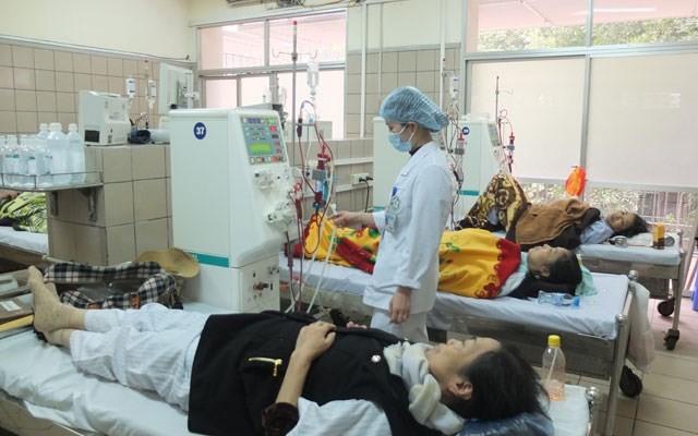 Bệnh nhân phải lọc máu vì suy thận.