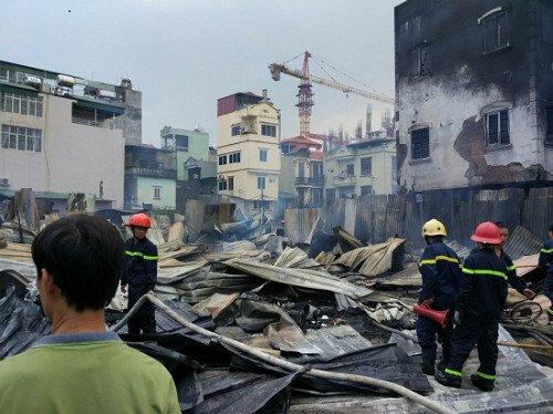 Hiện trường vụ cháy lán trại công nhân dự án Madarin trên đường Tân Mai (Hà Nội) ngày 18/9. (Ảnh: Facebook).