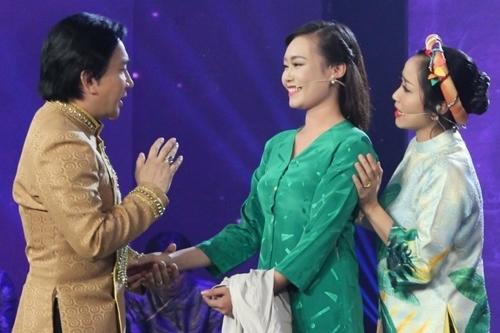 Thí sinh Trần Thị Ni (giữa) bên nghệ sĩ Kim Tử Long (trái) và MC Ốc Thanh Vân.