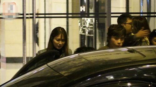 Lee Min Jung xuất hiện cùng chồng trong bữa tiệc tại Hồng Kông sau giải MAMA.