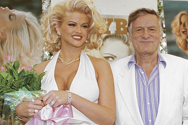 Anna Nicole Smith trở thành người mẫu nóng bỏng, nổi tiếng của tạp chí Playboy.