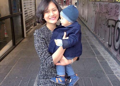 Nữ diễn viên Đỗ Thị Hải Yến và con trai ở Pháp hồi tháng 4.