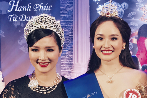 Nữ hoàng đá quý Việt Nam 2016 Nguyễn Thị Oanh (phải) được xem là bản sao của Hoa hậu đền Hùng Giáng My.