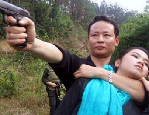 Thành công trong nghiệp diễn nhưng cuộc đời của Tùng Dương gặp nhiều trắc trở. Đến nay, anh đã có 3 đời vợ, 4 người con. Không chỉ thế, cuộc đời Tùng Dương còn nhiều cay đắng bởi vô số thất bại khiến anh từng trở về với hai bàn tay trắng.